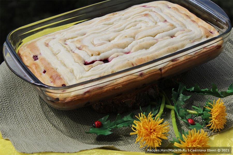 Пирог с творожным кремом – фото шаг 15. Выпекать пирог примерно 26-30 минут в духовке, разогретой до температуры 170 ° C. Приятного аппетита!