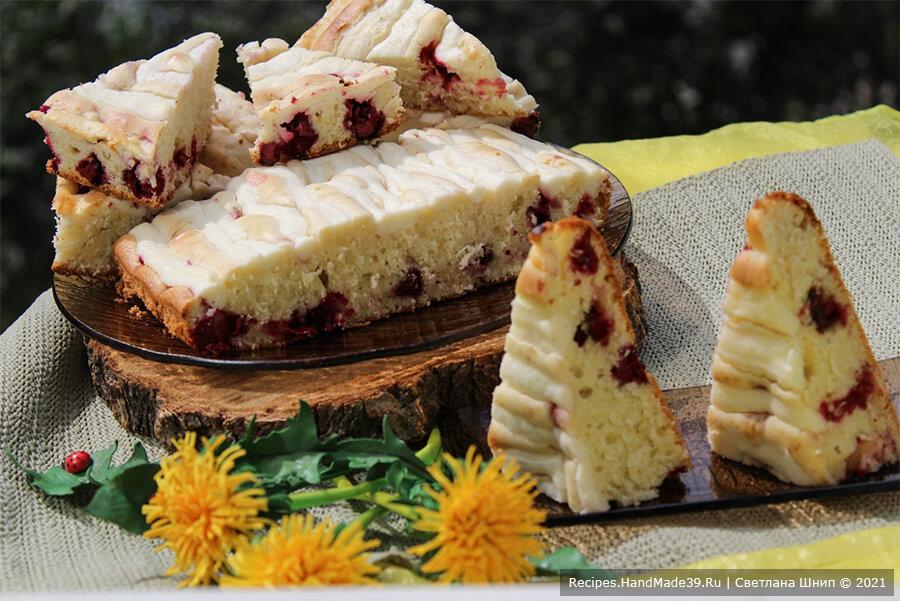 Пирог с творожным кремом и фруктами «Блонди»
