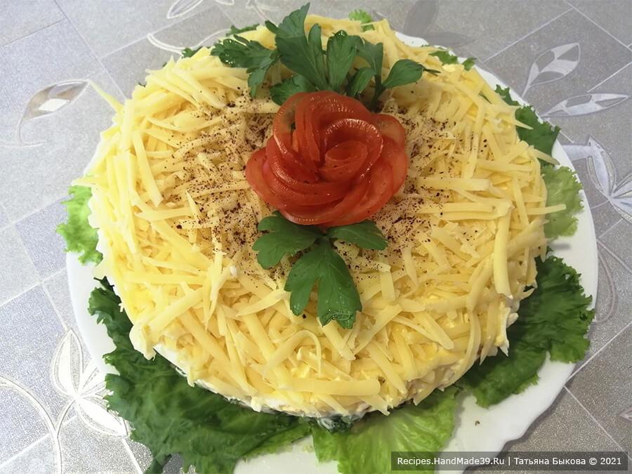 Салат с баклажанами – фото шаг 9. Украсить салат зеленью и декоративным помидором. Приятного аппетита!