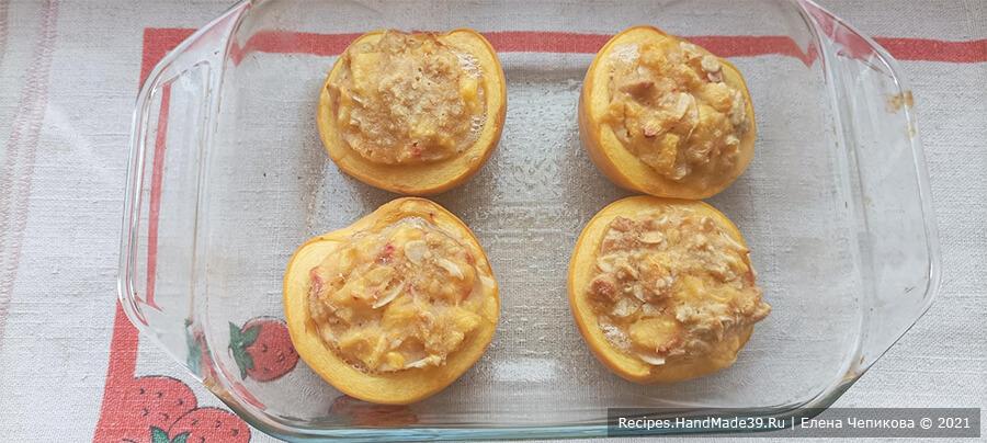 Персики с начинкой – фото шаг 5. Половинки персиков выложить в форму, заполнить начинкой